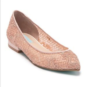 Betsy Johnson Lacey Pointed toe flat Shoes NWOB
